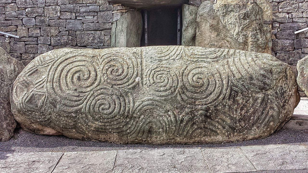 Newgrange-entrance-stone.jpg